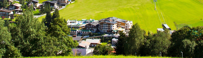 Ihr Ferienhotel im Sommer in Mitten grüner Wiesen