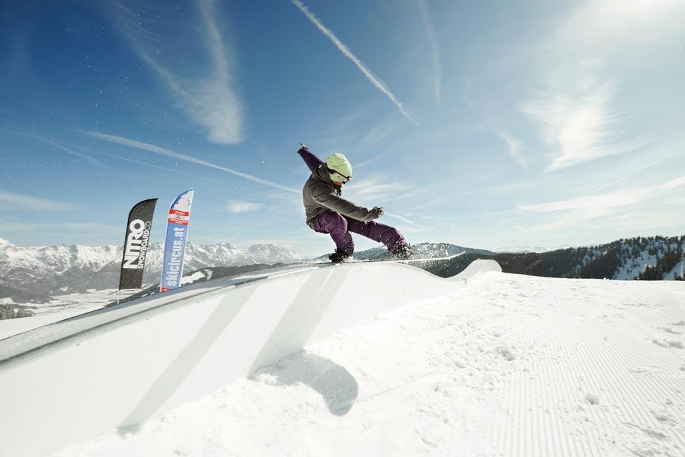 snowboarder_park_grind