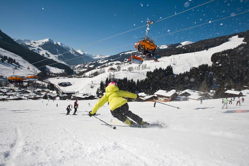 Skifahrerin_vor_Lift