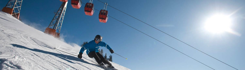 skifahrer_vor_gondeln
