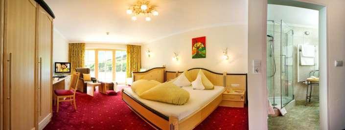 Doppelzimmer Saalbach: Hotel Egger Typ 2a mit Ausblick auf Flutlichpiste