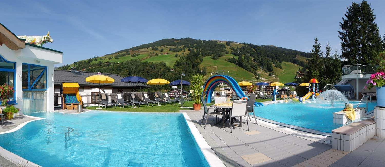 Die Poollandschaft im Hotel Egger